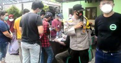 Bhabinkamtibmas Polsek Cikande Laksanakan Monitoring dan Pengamanan Vaksinasi di Desa Binaan