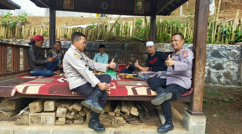 Kasi Humas Polres Pandeglang Kunjungi Tokoh Agama.