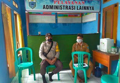 Bhabinkamtibmas Polsek Jiput Rutin Kunjungi Kantor Desa