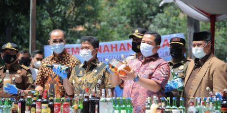 Pemkot Musnahkan 3.140 Botol Miras Di Kota Tangerang