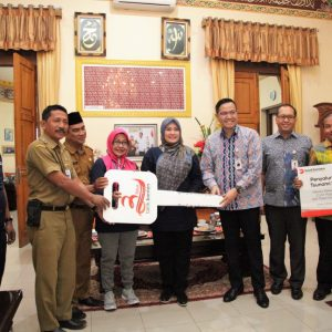 Bank Banten Berikan Bantuan Ambulance Dan Kompor Gas