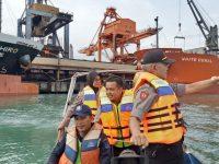 Kapolsek Kawasan Pelabuhan Banten Polres Cilegon Bersama Satpam PT. KBS Melaksanakan Patroli Bersama