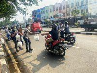 Karyawan BP JAMSOSTEK Tangerang Cimone Bagikan Ratusan Masker, Handsanitizer dan Takjil