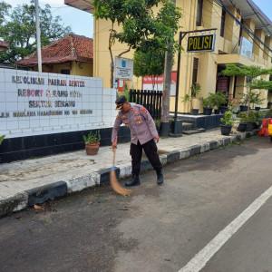 Sambut HUT Bhayangkara Ke-75, Polsek Serang Gelar Korve