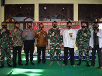 Korem 081/DSJ Serahkan Hibah Keramik Untuk Masjid Al Baroya